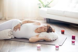 hypnobirthing babymassage duisburg marie sanfte geburt wohl fühlen steißlage beckenendlage übung hypnose moxen
